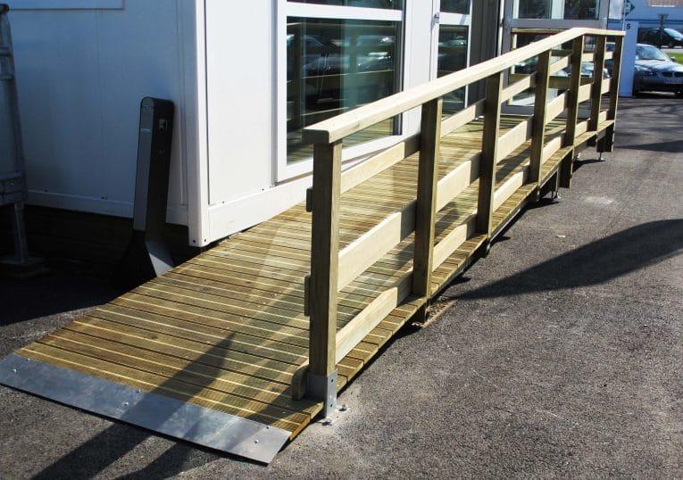 109192bdd1f773 rampe avec accès pmr en bois