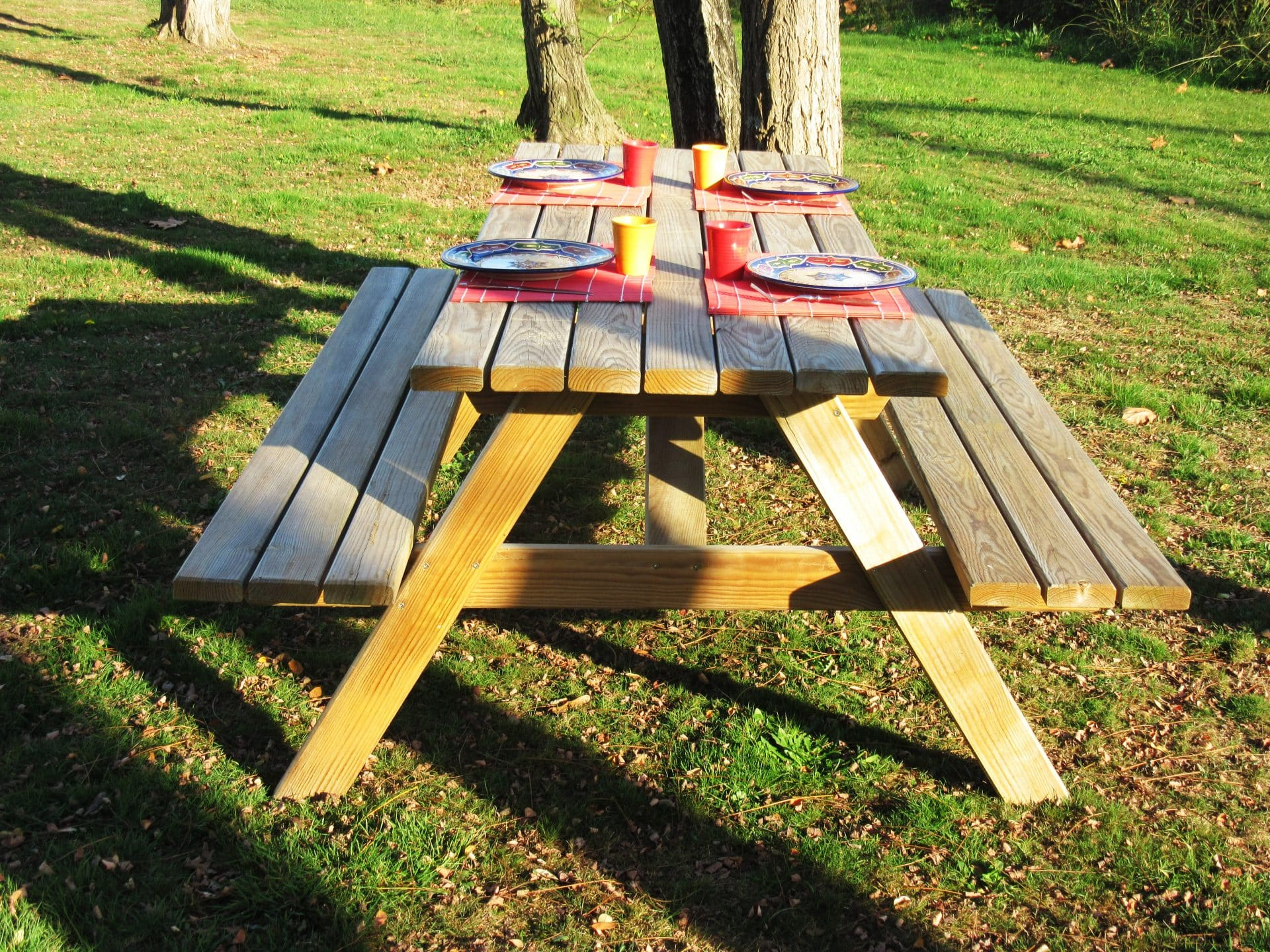 Le mobilier de plein air, tables, bancs, salons de jardins ...